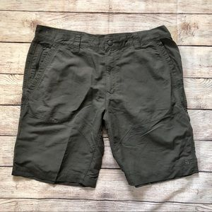 The North Face Men's Grey Shorts Size 40